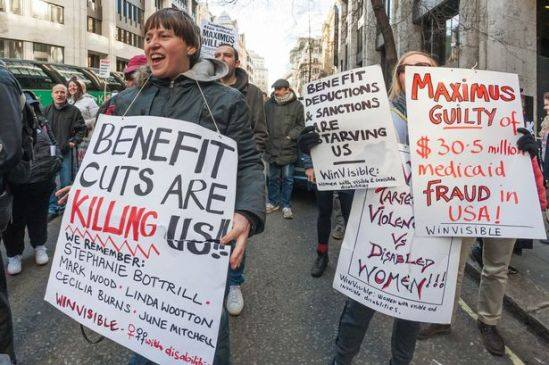 PAY-Protesters-with-posters-outside-the-Dept-of-Work-Pensions